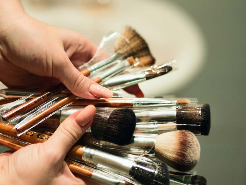 Cleaning Brushes and Makeup Sponges – How To